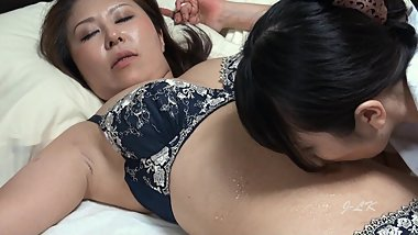 Yuma Worships Mari's Belly Button HD